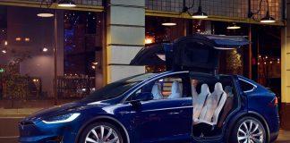 """У """"чорну п'ятницю"""" зі столичного автосалону викрали електромобіль Tesla - today.ua"""