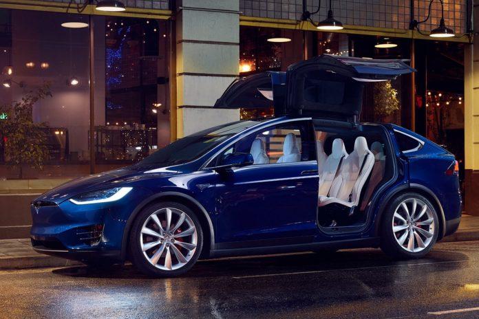 """У &quotчорну п'ятницю"""" зі столичного автосалону викрали електромобіль Tesla - today.ua"""