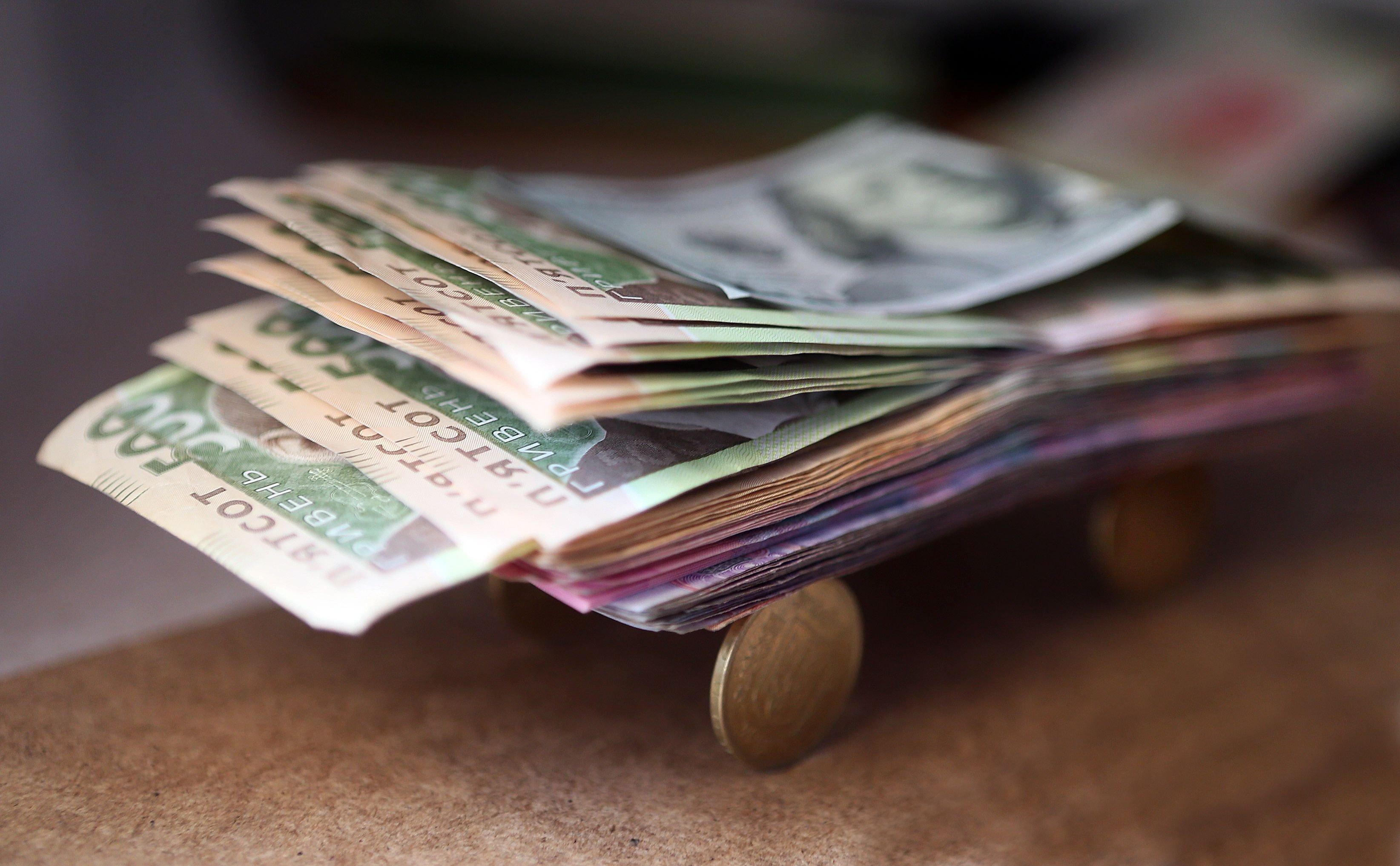 За місяць середня зарплата в Україні зросла на 176 грн - today.ua