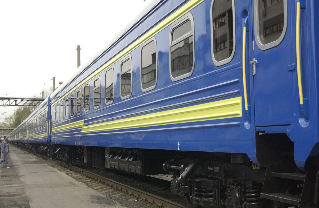 """""""Укрзализныця"""" попала в очередной скандал из-за плохого состояния поездов: окно упало на 6-летнего ребенка - today.ua"""