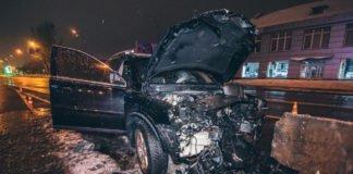 У центрі Києва Volvo врізався у відбійник: водій загинув на місці - today.ua