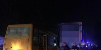 У Києві відбулась смертельна ДТП за участю маршрутки і вантажівки - today.ua