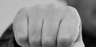 На Оболоні школярки жорстоко побили дівчину: опубліковано відео - today.ua
