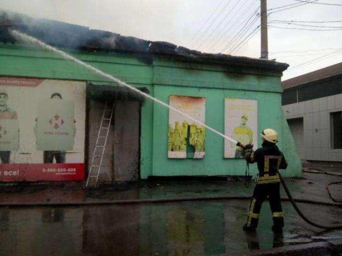 """Масштабна пожежа у відділенні &quotНової пошти"""": зі складу виносять вцілілі речі - today.ua"""