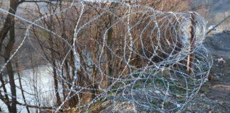 На кордоні встановили паркан з колючого дроту: від кого захищаються прикордонники - today.ua