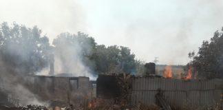 На Донбасі після обстрілу бойовиків згоріли два житлові будинки - today.ua