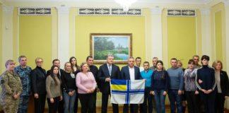 Президент України зустрівся із сім'ями захоплених Росією українських моряків - today.ua