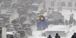Затяжний снігопад: Київ зупинився в пробках - today.ua