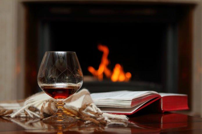 Вчені розповіли, як алкоголь допомагає вивчити іноземну мову - today.ua