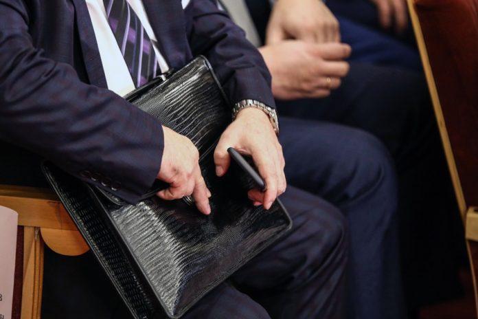 У Кабміні пообіцяли не підвищувати зарплату чиновникам - today.ua