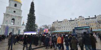 """На Софийской площади выстроилась большая очередь желающих посмотреть на Томос"""" - today.ua"""