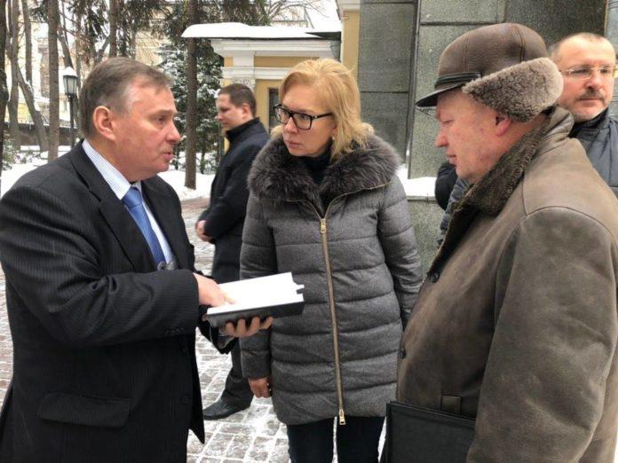 Омбудсмен Денисова и родственники украинских моряков приехали на суд в Москву - today.ua