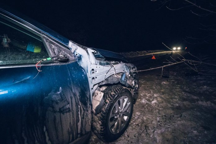 В Киеве Renault на полном ходу сбил украинского военного - today.ua