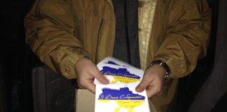 В оккупированный Донецк на воздушных шариках прилетели поздравительные голубо-желтые открытки - today.ua