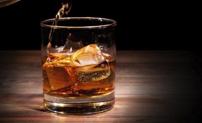 Алкогольний лайфхак: що Комаровський радить пити замість горілки - today.ua