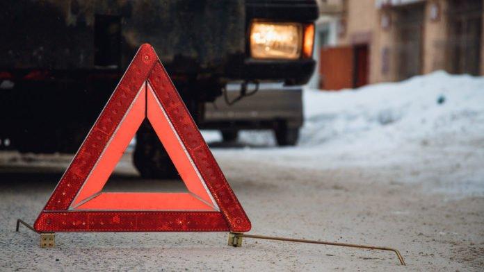 ДТП на слизькій дорозі: дитина вилетіла через вікно на колію - today.ua