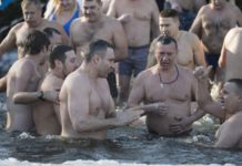 Кличко разом з мерами 30 міст скупалися у Дніпрі на Водохреща - today.ua