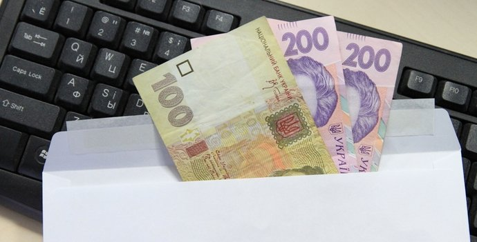 """Українці ризикують залишитися без субсидій: чому кожен п'ятий погоджується на зарплату """"в конверті"""""""