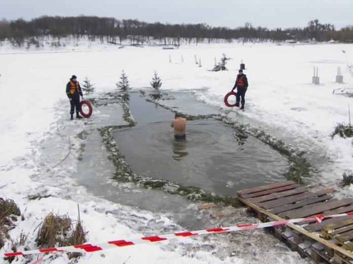 Крещение 2019: медики рассказали об опасности купания в проруби - today.ua