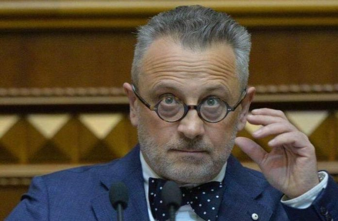 Депутата від БПП пограбували на парковці супермаркету - today.ua