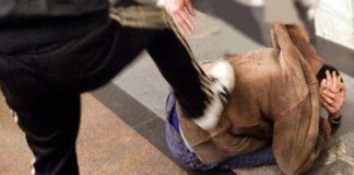 "В центре Киева возле ТРЦ ""Арена Сити"" подростки ногами избили мужчину: опубликовано видео"" - today.ua"