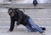 Українцям розповіли, як отримати компенсацію за отримані травми через нечищений сніг - today.ua