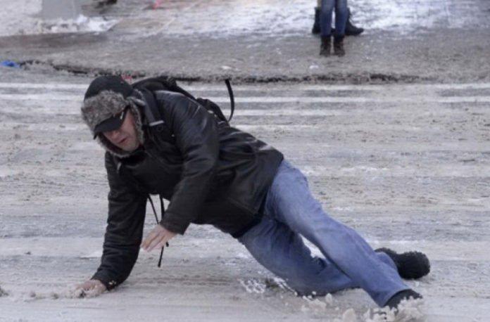 Українцям розповіли, як отримати компенсацію за отримані травми через нечищений сніг