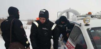 Троє чоловіків провалилися під лід на Київському водосховищі - today.ua