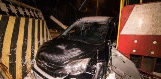 У столиці потяг протаранив автомобіль - today.ua