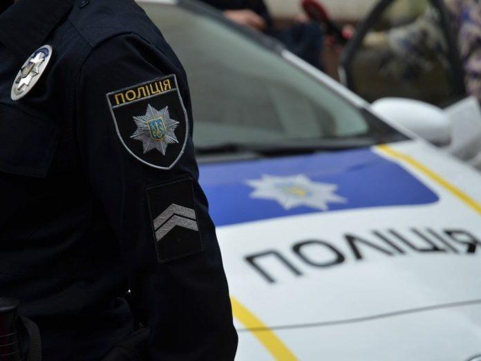 У столичному ТРЦ пролунав вибух: постраждалого забрали до лікарні - today.ua