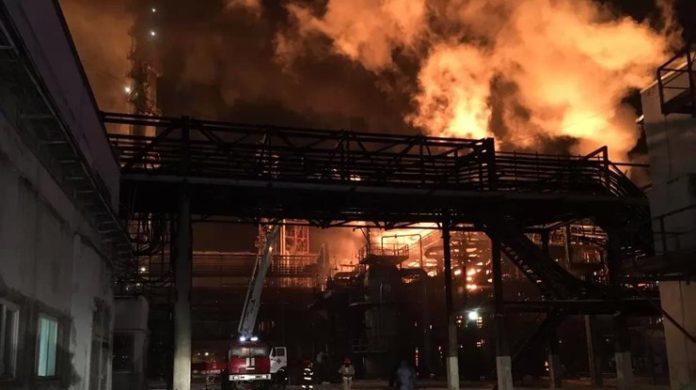 З'явилися нові подробиці пожежі на хімзаводі в Калуші: опубліковано відео - today.ua