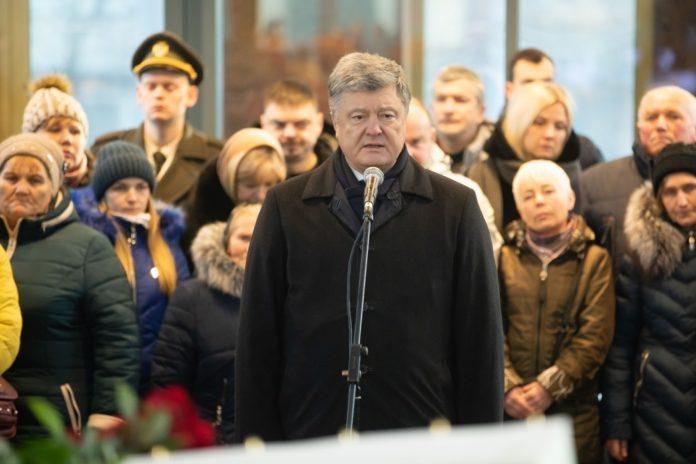 Над Донецьким аеропортом майорітиме український прапор, який &quotкіборги&quot піднімали під кулями і снарядами, - Порошенко - today.ua