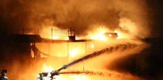Біля Керченської протоки загорілися два судна, є жертви - today.ua