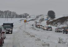Украину заметает снегом: названы трассы, движение по которым ограничено - today.ua
