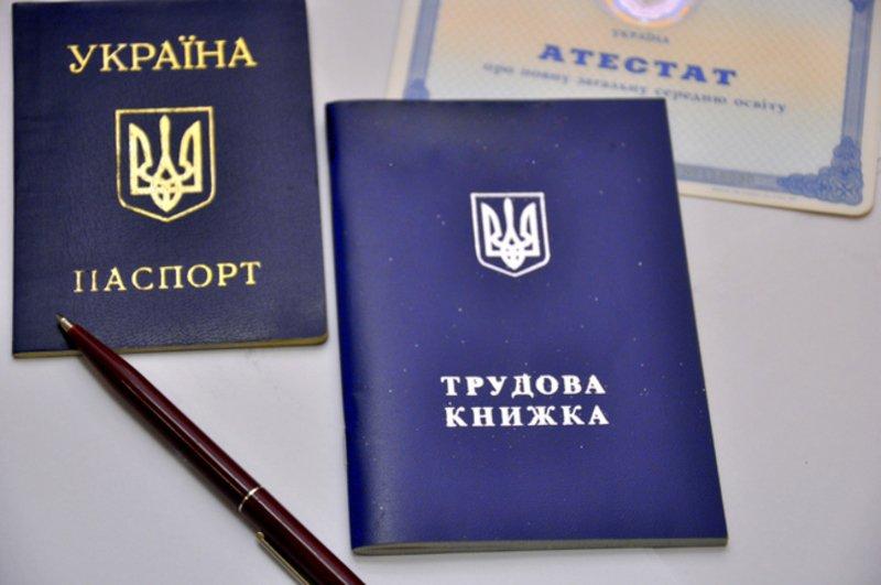 Кабмин урегулировал вопросы трудового стажа для переселенцев и жен военнослужащих  - today.ua