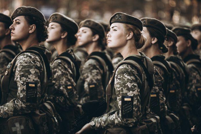 Стало відомо, скільки українських жінок брали участь у бойових діях на Донбасі - today.ua