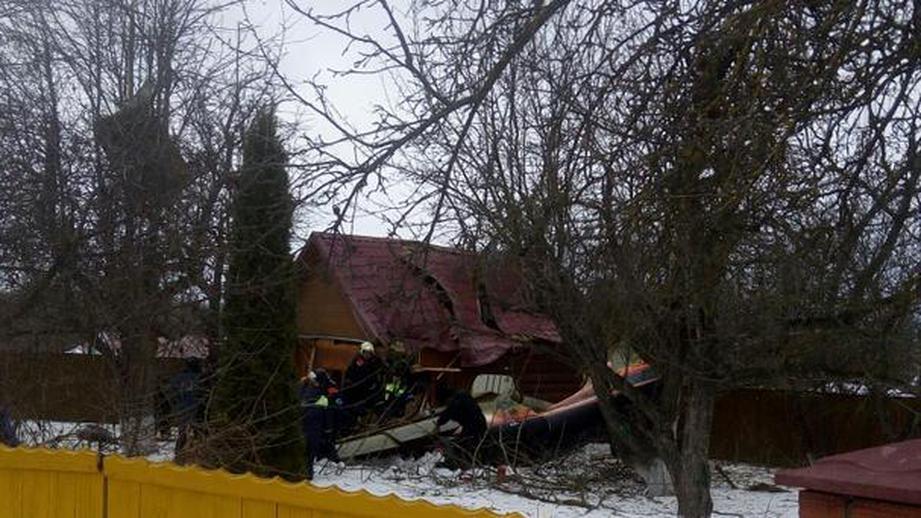 Під Москвою на житловий будинок впав літак: загинули дві людини