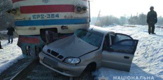 На Харьковщине автомобиль попал под поезд: водитель погиб - today.ua