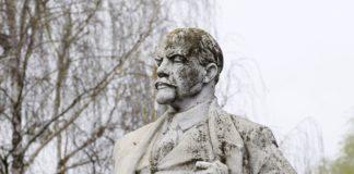 В Днепре Ленина перевоплотили в пирата и утопили - today.ua
