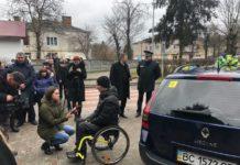 На Львівщині важкопораненому ветерану АТО подарували Renault Megane - today.ua