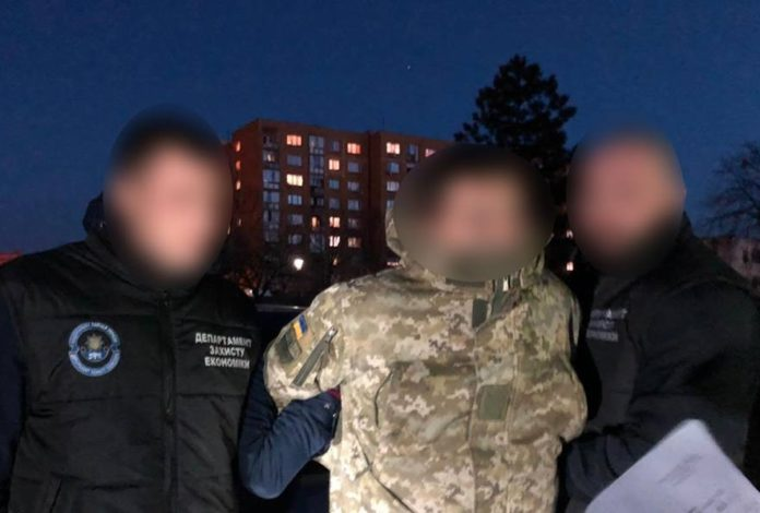 На Закарпатті затримали прикордонника-хабарника - today.ua