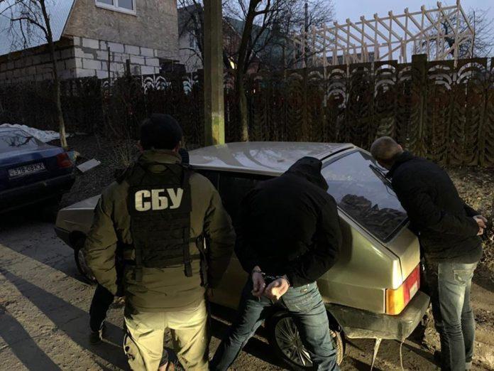"На Київщині &quotна гарячому"" затримали поліцейського-хабарника - today.ua"