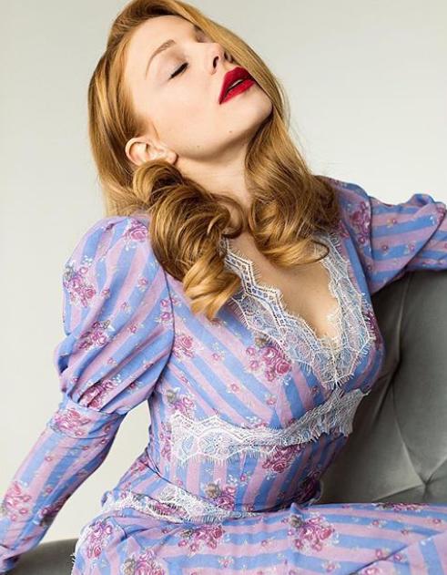 Тіна Кароль вразила мрійливим образом у відвертому вбранні