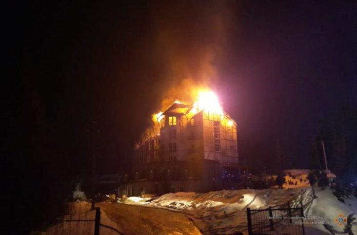 На Львівщині з палаючого готелю врятували 5 туристів - today.ua