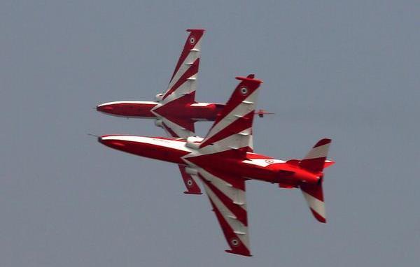 В Индии потерпели крушение два военных самолета: момент аварии попал на видео - today.ua
