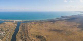 Окупанти зруйнували дамбу поблизу Керченської протоки: у море потрапили радіоактивні відходи - today.ua