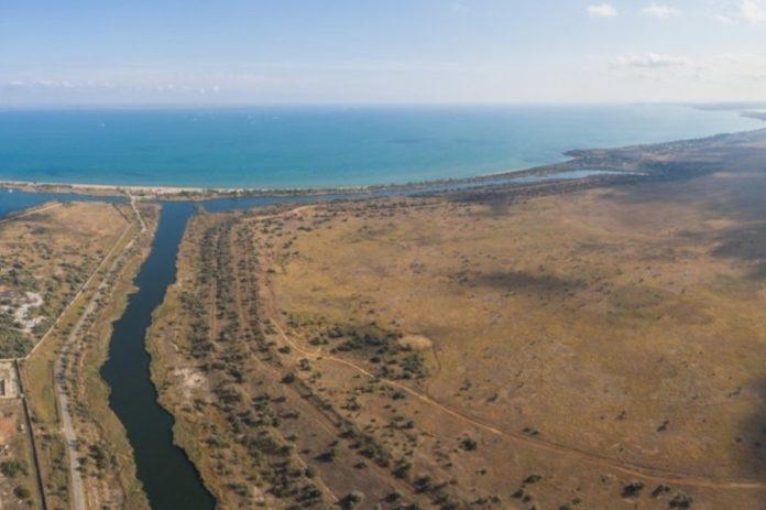 Оккупанты разрушили дамбу возле Керченского пролива: в море попали радиоактивные отходы - today.ua