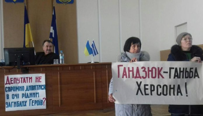 У Херсоні протестують проти вулиці Катерини Гандзюк: оприлюднене відео - today.ua