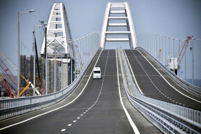 На Кримському мосту виникли нові проблеми: опубліковано фото - today.ua
