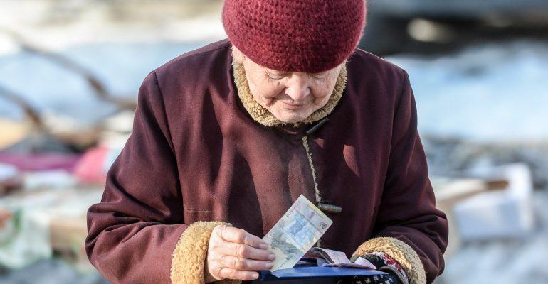 Накопительная пенсия грозит украинцам сокращением пенсионных выплат